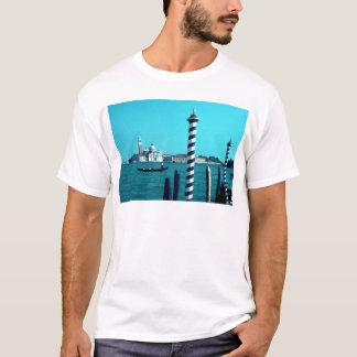 サンジョルジョMaggioreの礁湖Poles.jpg Tシャツ