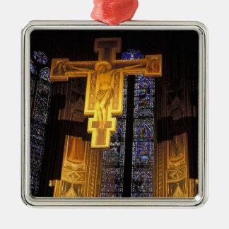 サンタの主祭壇の上の十字架像 メタルオーナメント