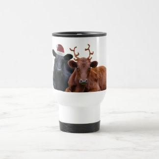 サンタの帽子および(雄ジカの)枝角のクリスマスの休日牛 トラベルマグ