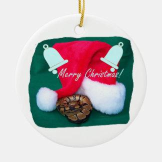 サンタの帽子のメリークリスマスおよび鐘によって蛇行させて下さい セラミックオーナメント