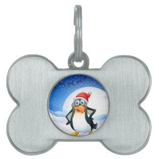 サンタの帽子を身に着けているペンギン ペットネームタグ