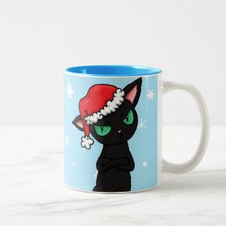 サンタの帽子を身に着けている気難しい黒猫 ツートーンマグカップ