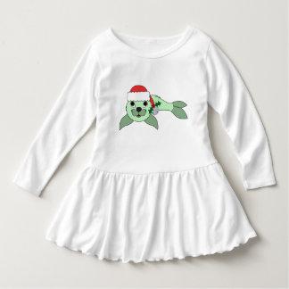 サンタの帽子及びシルバーベルが付いている薄緑の子どものアシカ ドレス