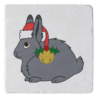 サンタの帽子及び金ゴールド鐘の灰色の北極ノウサギ トリベット