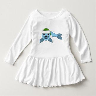 サンタの緑の帽子が付いている淡いブルーの子どものアシカ ドレス