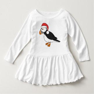 サンタの赤い帽子を持つクリスマスのツノメドリ ドレス