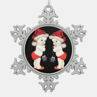 サンタの赤ん坊の双生児の男の赤ちゃんのクリスマス スノーフレークピューターオーナメント