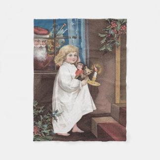 サンタクロースのかわいい小さな女の子はヒイラギをもてあそびます フリースブランケット