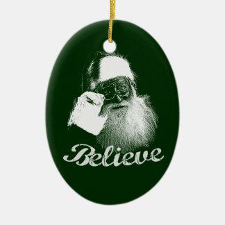 サンタクロースは赤い及び緑のクリスマスのオーナメントを信じます セラミックオーナメント