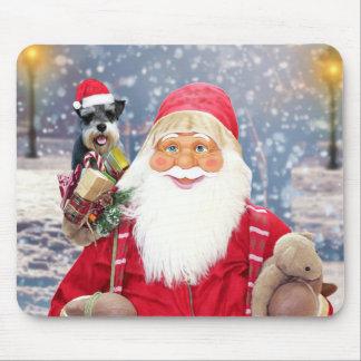 サンタクロースwのクリスマスのミニチュア・シュナウツァー犬 マウスパッド