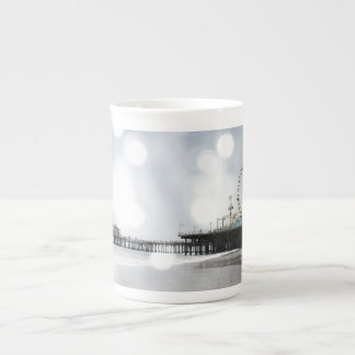 サンタモニカ桟橋の銀製灰色の輝きの写真は編集します ボーンチャイナカップ