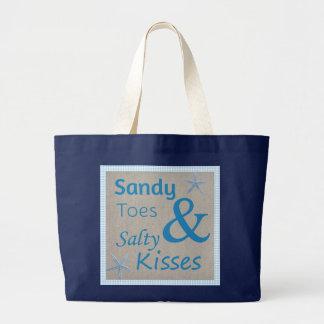 サンディのつま先および塩辛いキスのビーチの生命引用文 ラージトートバッグ