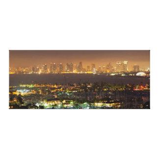 サンディエゴのスカイライン上のMoonrise キャンバスプリント