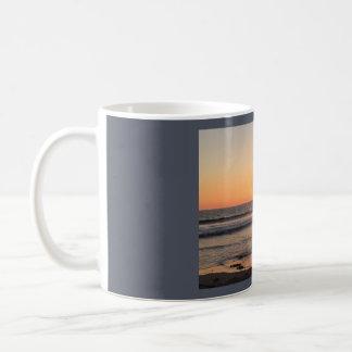 サンディエゴのビーチの日没 コーヒーマグカップ