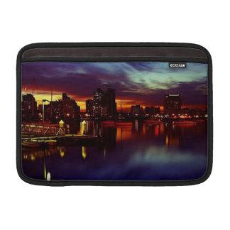 サンディエゴの日没のスカイライン MacBook スリーブ