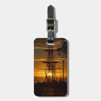 サンディエゴの日没のテンプレートの高い帆船 ラゲッジタグ