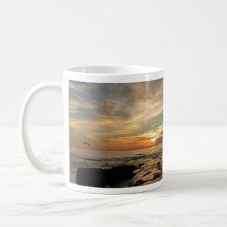 サンディエゴの日没Iカリフォルニアの海景 コーヒーマグカップ