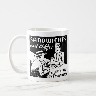 サンドイッチおよびコーヒー コーヒーマグカップ