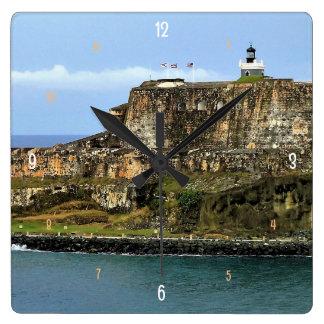 サンファン湾の入口を守るEl Morro スクエア壁時計