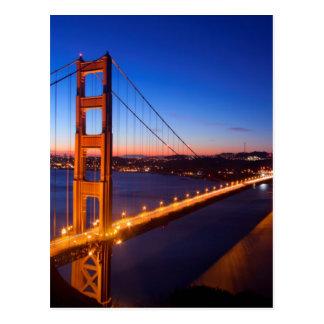 サンフランシスコおよびゴールデンゲートブリッジ上の夜明け ポストカード