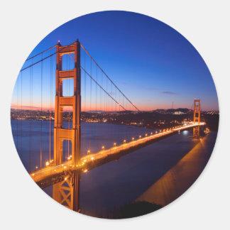 サンフランシスコおよびゴールデンゲートブリッジ上の夜明け ラウンドシール