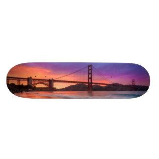 サンフランシスコのゴールデンゲートブリッジの捕獲 スケボー