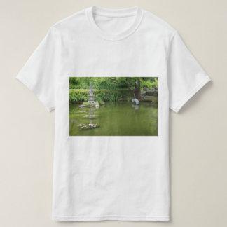サンフランシスコの日本のな茶庭の池#2のTシャツ Tシャツ