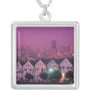 サンフランシスコの日没の長屋、 シルバープレートネックレス