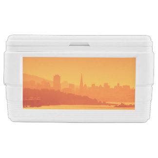 サンフランシスコの明るい日没 チェストクーラー