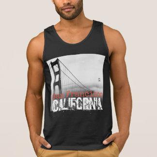 サンフランシスコカリフォルニアのタンクトップの男性へ