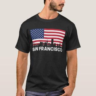 サンフランシスコカリフォルニアの米国旗のスカイライン Tシャツ