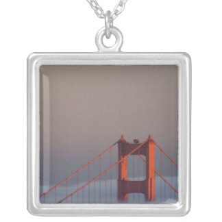サンフランシスコ湾のカバーを通した霧ロール シルバープレートネックレス