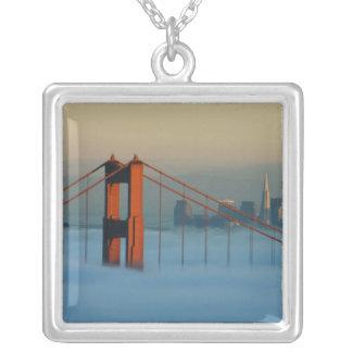 サンフランシスコ湾を通した霧ロール シルバープレートネックレス