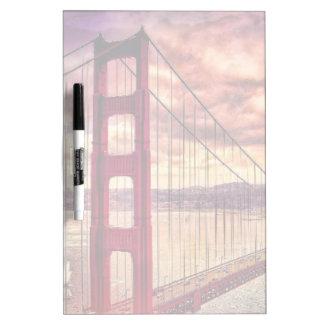 サンフランシスコ、カリフォルニアのゴールデンゲートブリッジ ホワイトボード