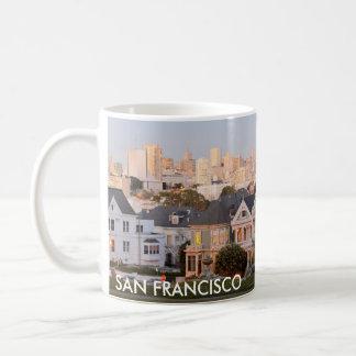 サンフランシスコ-色彩の鮮やかな女性コーヒー・マグ コーヒーマグカップ
