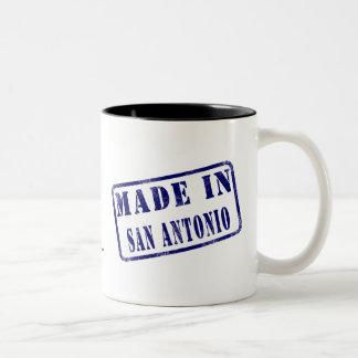 サン・アントニオで作られる ツートーンマグカップ
