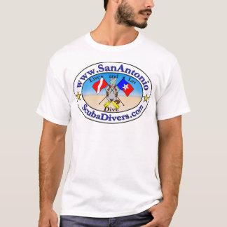 サン・アントニオの旗を持つサン・アントニオのスキューバダイバー Tシャツ