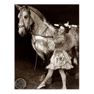 サーカスの女の子および馬のヴィンテージ ポストカード