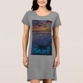 サーフのビーチは日没で振ります ドレス