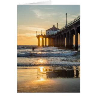サーファーとのManhattan Beach桟橋の日没 カード