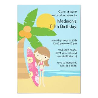 サーファーの女の子の水泳のパーティーの誕生日の招待状 カード
