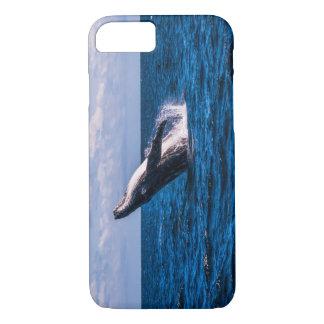 サーファーの楽園を離れて破っているザトウクジラ iPhone 8/7ケース
