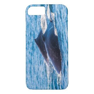 サーファーの楽園オーストラリアを離れたザトウクジラ iPhone 8/7ケース