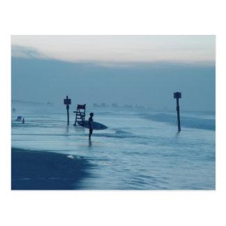 サーファーの薄暗がりのPonceの入口FLのビーチの潮郵便はがき ポストカード