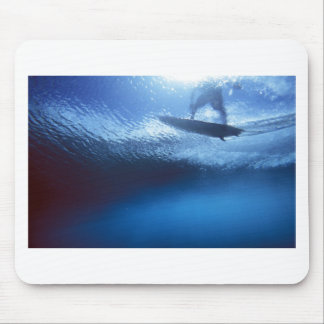 サーファーの青い波の水中眺め マウスパッド