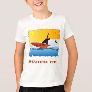 サーフィンの上の波 Tシャツ