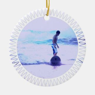 サーフィンの写真のデザインのオーナメント セラミックオーナメント