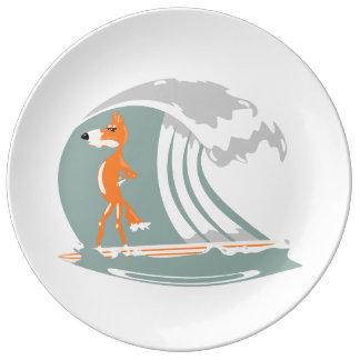サーフボードの漫画のキツネ 磁器プレート
