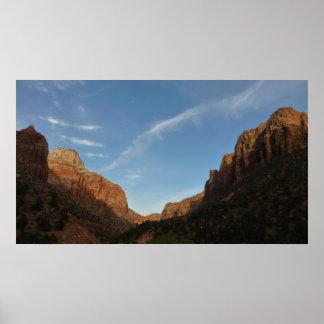 ザイオン国立公園の渓谷の接続点の日没 ポスター