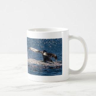 ザトウクジラの尾肝蛭のコーヒー・マグ コーヒーマグカップ